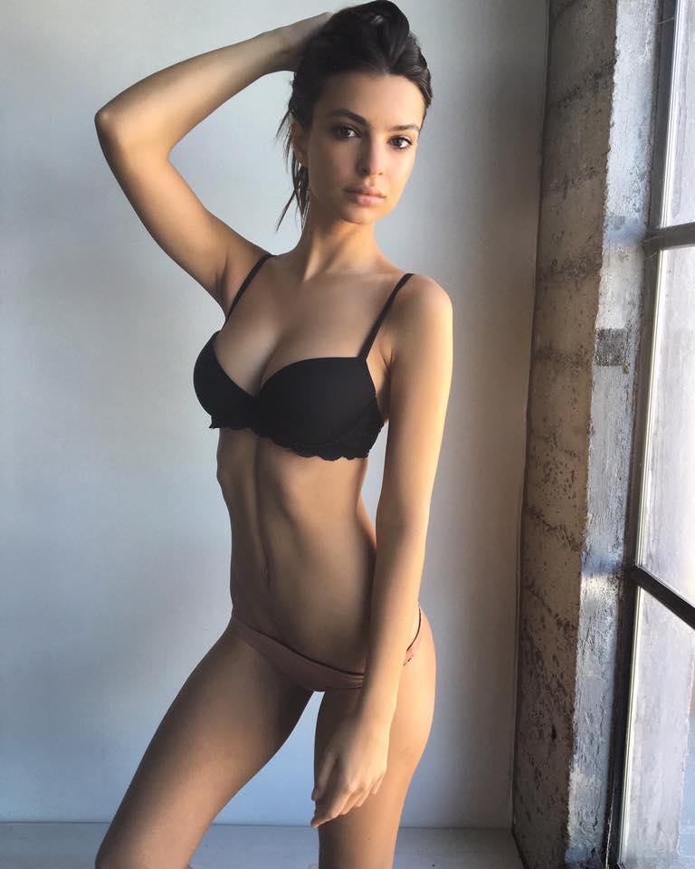 голые фото эмили ратажковски